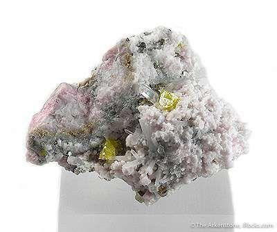 Helvite, Manganocalcite, Quartz