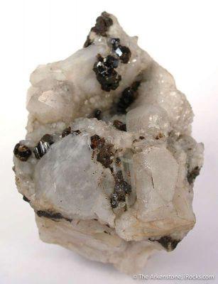 Sphalerite and Calcite on Quartz