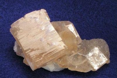 Apophyllite-(Koh), Calcite