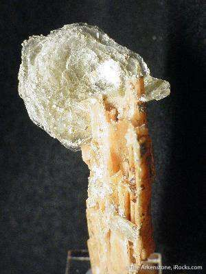 Polylithionite on Serandite