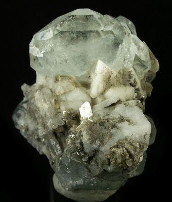 Beryl (Var: Aquamarine), Albite, Muscovite