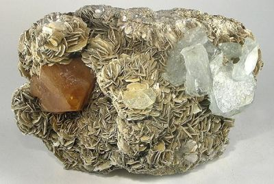 Beryl (Var: Aquamarine), Scheelite, Muscovite