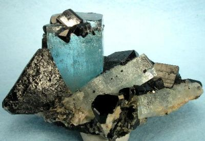 Beryl (Var: Aquamarine), Schorl, Opal (Var: Opal-An)