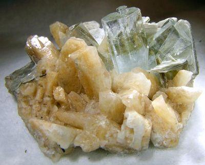 Beryl (Var: Aquamarine), Microcline, Muscovite