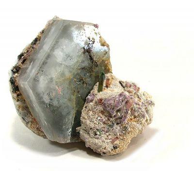 Beryl (Var: Aquamarine), Tourmaline, Albite (Var: Cleavelandite)