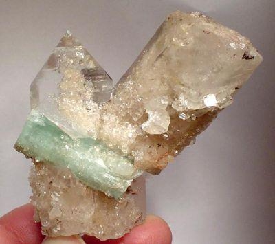 Beryl (Var: Emerald), Magnesite, Quartz
