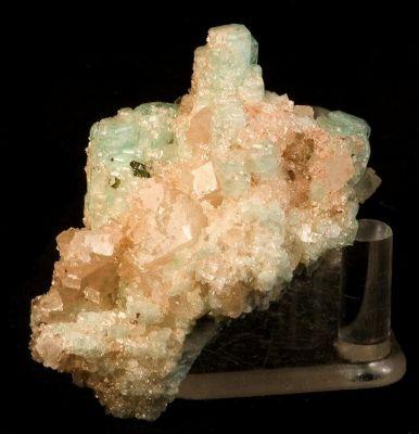 Beryl (Var: Emerald), Magnesite, Uvite
