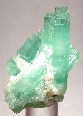 Beryl (Var: Emerald), Calcite