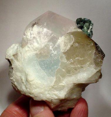 Beryl (Var: Morganite), Beryl (Var: Aquamarine), Tourmaline (Var: Indicolite), Spodumene