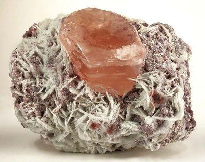 Beryl (Var: Morganite), Albite (Var: Cleavelandite), Lepidolite
