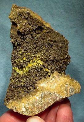 Boltwoodite, Calcite