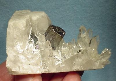 Bournonite, Quartz
