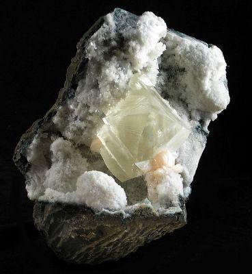 Calcite, Apophyllite-(Kf), Stilbite-Ca