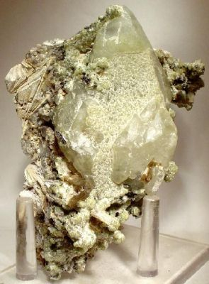 Calcite, Prehnite, Stilbite, Laumontite, Anhydrite