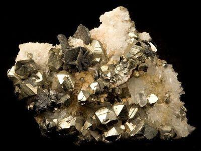 Chalcocite, Covellite, Pyrite, Quartz