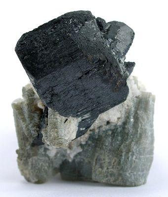 Columbite-(Mn), Albite (Var: Cleavelandite), Muscovite