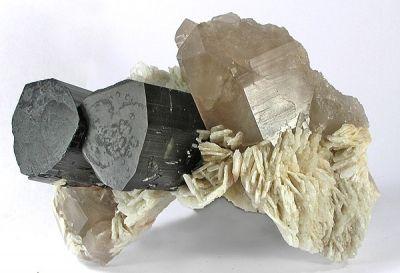 Elbaite, Quartz, Albite (Var: Cleavelandite)