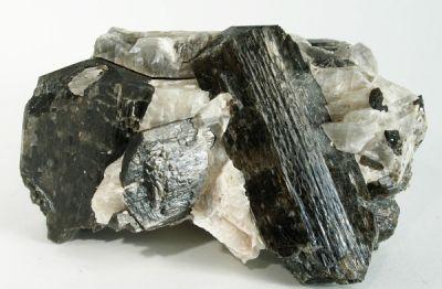 Fluororichterite, Calcite