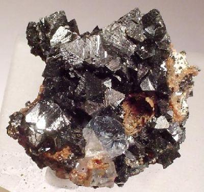 Hausmannite, Calcite