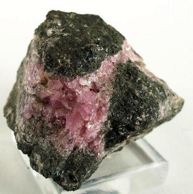 Hodgkinsonite
