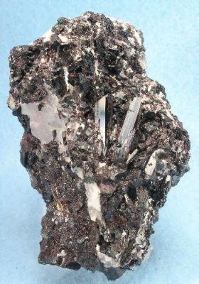 Manganvesuvianite