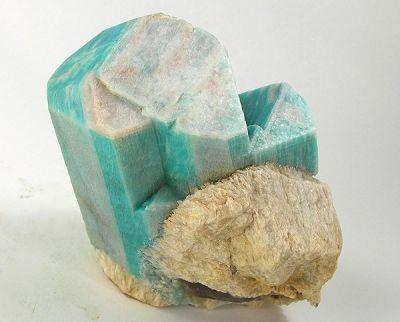 Microcline (Var: Amazonite), Albite (Var: Cleavelandite)