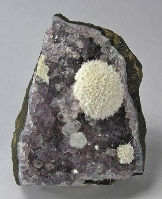 Okenite, Quartz (Var: Amethyst), Calcite