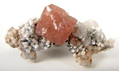 Olmiite, Oyelite, Calcite