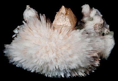 Powellite, Apophyllite-(Kf), Scolecite