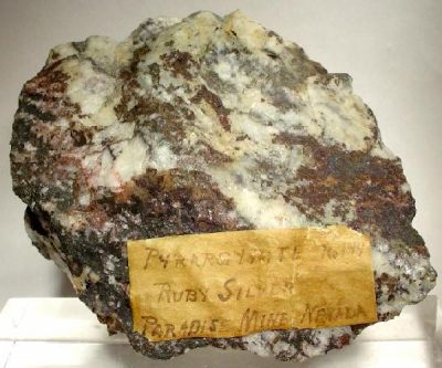 Pyrargyrite, Quartz
