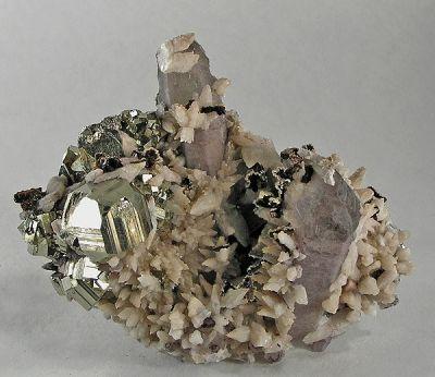 Pyrite, Calcite, Hubeite, Quartz