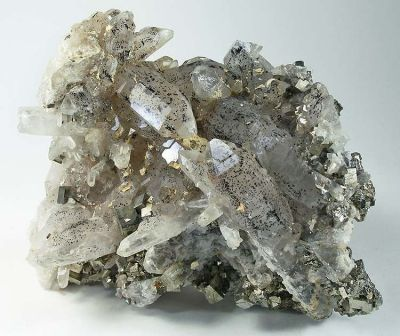 Quartz, Hubeite, Pyrite