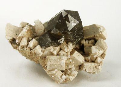 Quartz (Var: Smoky Quartz), Microcline, Albite, Limonite