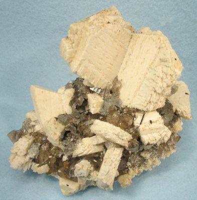 Quartz (Var: Smoky Quartz), Orthoclase, Schorl, Opal (Var: Opal-An)