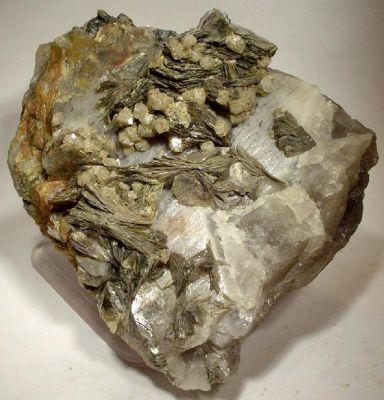 Scheelite, Zinnwaldite, Quartz
