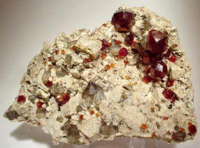 Spessartine, Quartz (Var: Smoky Quartz), Albite