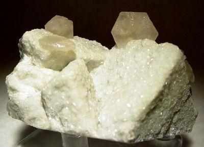 Strontianite, Magnesite