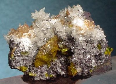 Sturmanite, Quartz