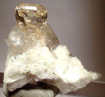 Topaz, Quartz, Albite (Var: Cleavelandite)
