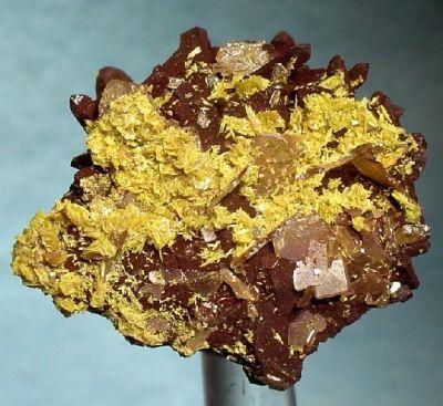 Tsumcorite, Wulfenite, Quartz