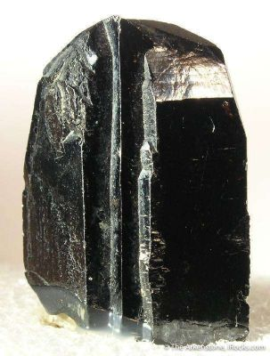 Wodginite Epitaxial on Cassiterite