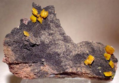 Wulfenite, Mottramite