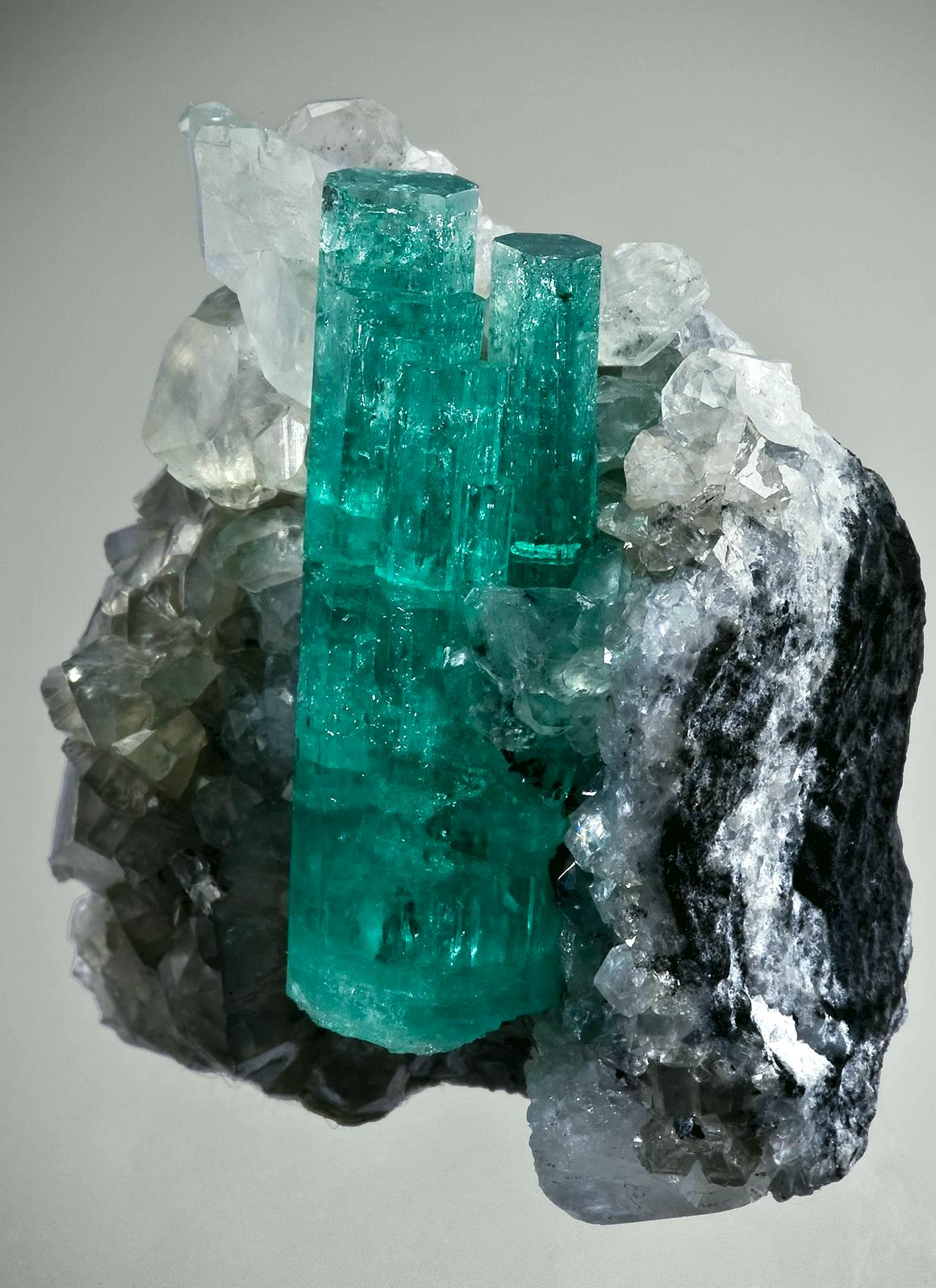 Emerald With Calcite Tuc104 80 Coscuez Mine Colombia