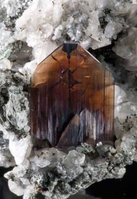 Brookite on Calcite