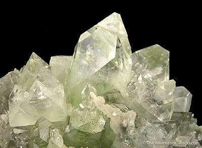 Fluorapophyllite on Calcite