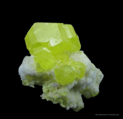 Sulfur on Aragonite (Fluorescent)