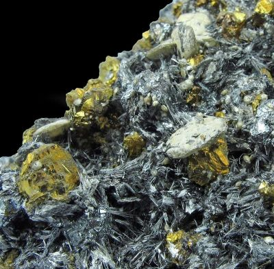 Bismuth Sulfosalts With Chalcopyrite, Tetrahedrite, and Siderite on Pyrite