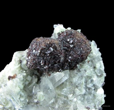 Hubnerite Epimorphs on Scheelite Cast, With Quartz and Muscovite
