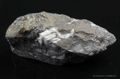Joseite/Ikunolite (Grunlingite) in Veinlets