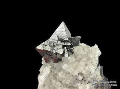 Hausmannite on Calcite